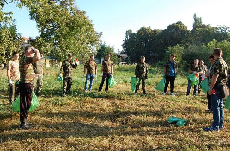 Judetul Neamt : Militarii au strâns gunoaiele de pe malul lacului Bicaz