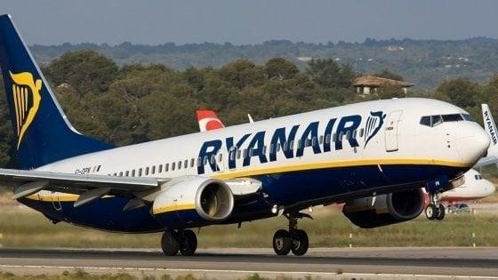 Ryanair este anchetată după ce a decis să taxeze suplimentar bagajele de mână