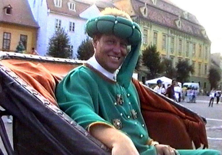 15 ianuarie 2001- Iohannis a evacuat Librăria Eminescu pentru a închiria spatiul băncii Raiffeisen