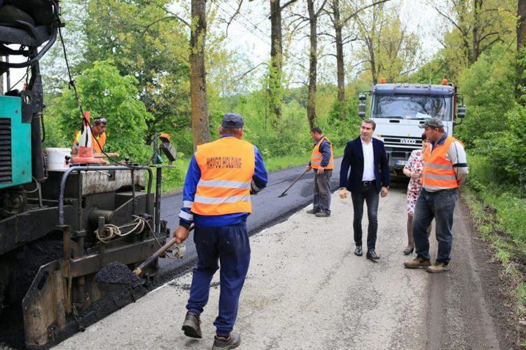 Ionel Arsene: Astăzi am verificat cum se derulează lucrarea de asfaltare a drumului județean DJ 155 C, care asigură accesul către Mănăstirea Neamț .