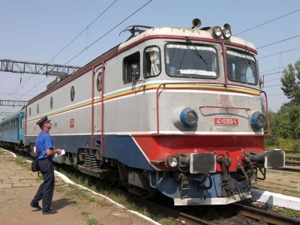 Începând de azi, naveta elevilor cu trenul nu va mai fi decontată din cauza ordonanţei Guvernului Orban